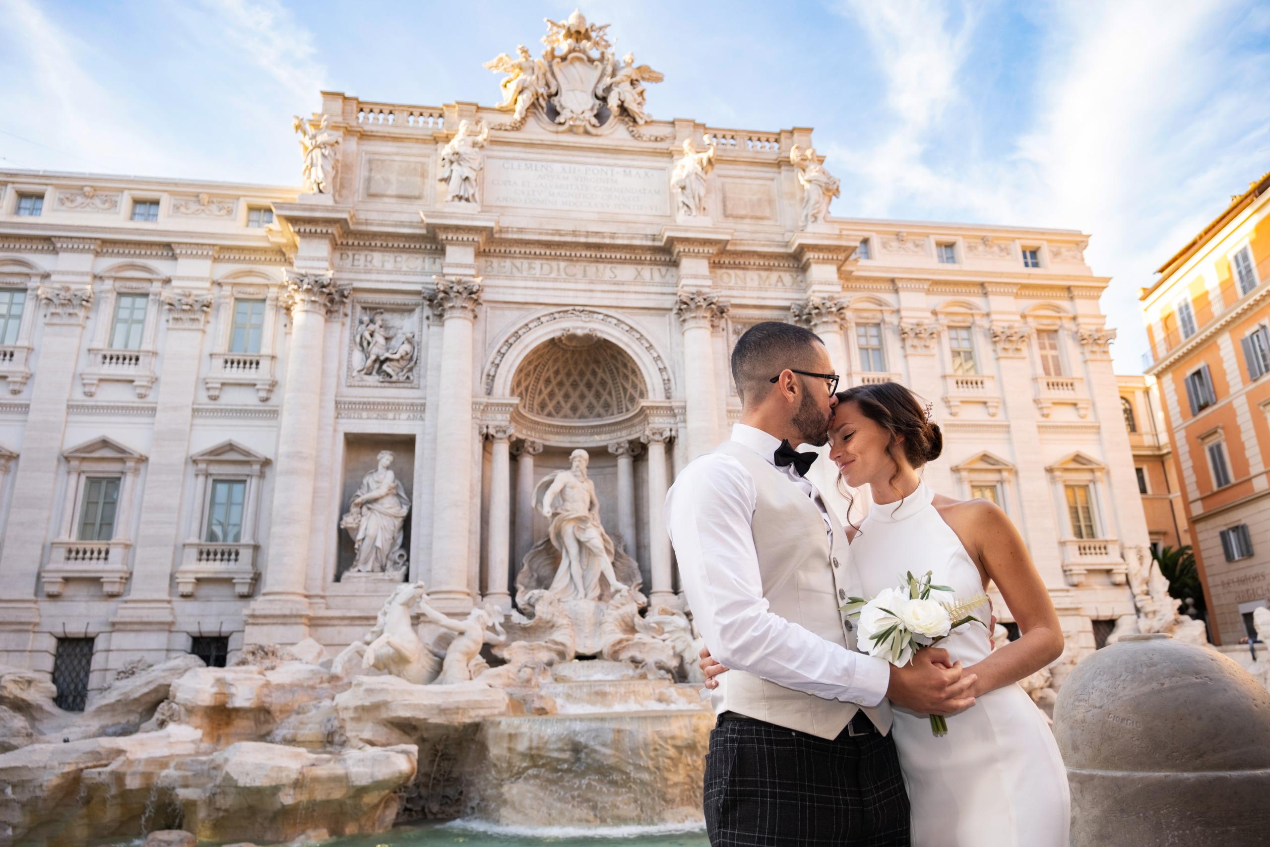 wedding, Rome, luxuriwedding, Elopewedding, Elopement, Tivoli, Bracciano, love, Friends, Cake, weddingcake, elopements: sposi unici protagonisti